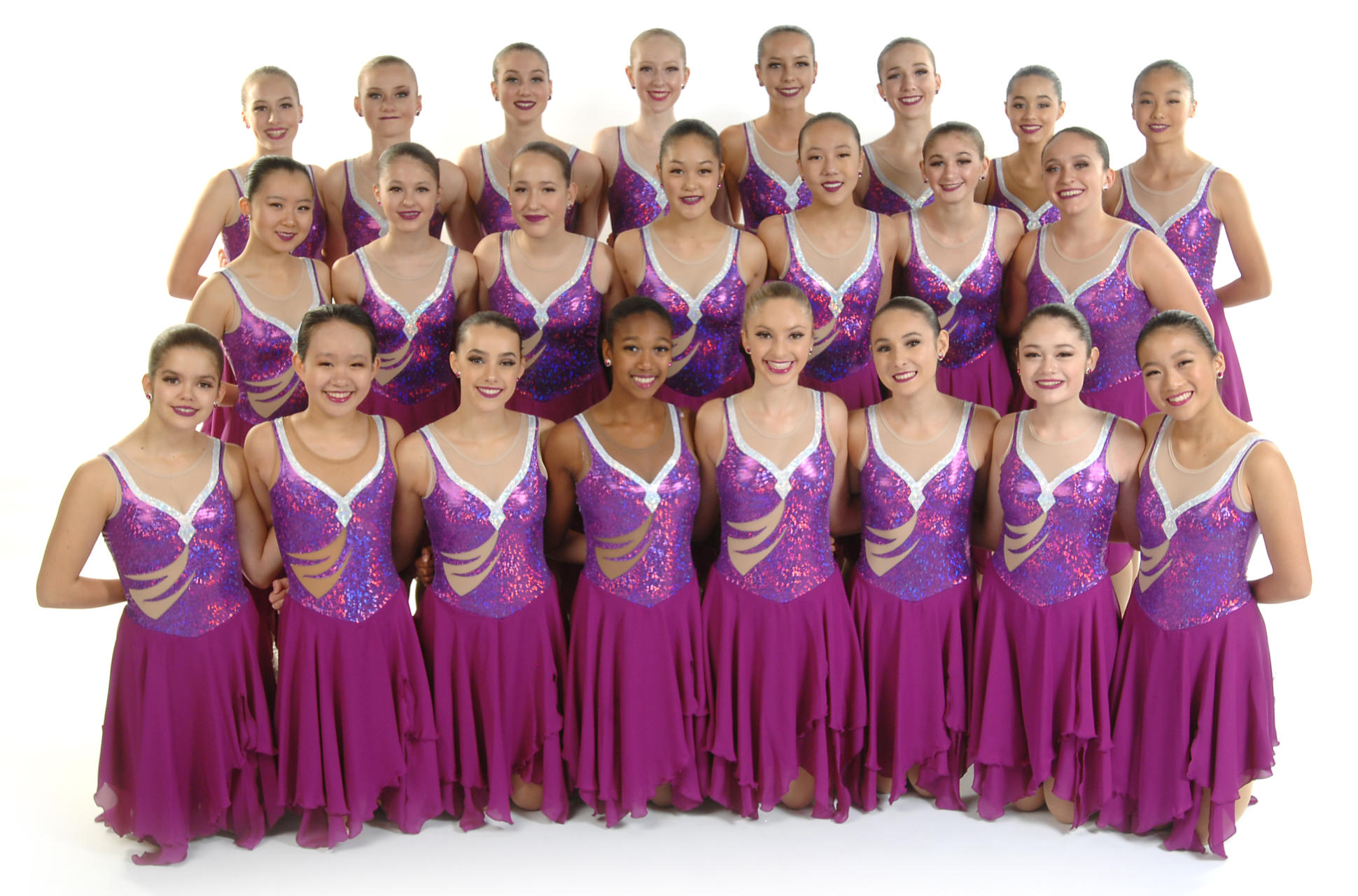 The 2018-19 Skyliners novice line won the 2018 Boston and Richard Porter Synchro Classics, and won bronze at the 2019 Colonial Classic. The Skyliners novice line is a two-time national champion (2018, 2017) and three-time national bronze medalist (2015, 2014, 2013 and 2011).